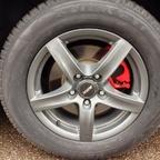 """die lackierten Bremssättel hinter den Alutec-Graphit Felgen in 17"""""""